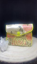 zakje klein (6 x 8 cm) met rits en druksluiting geel