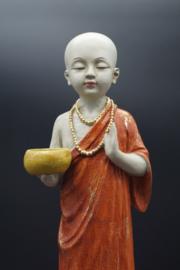monnik staand met schaal 41 cm hoog