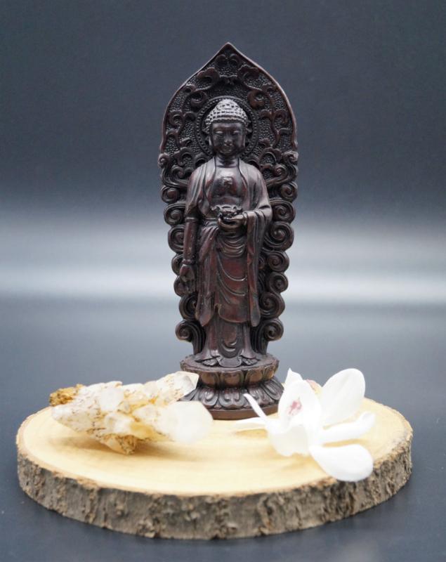 Staande Boeddha op lotusbloem
