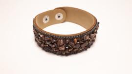 Bruine armband met verschillende edelsteentjes