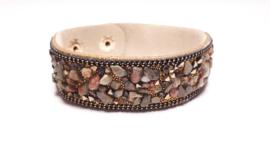 Taupé armband met verschillende edelsteentjes