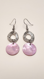 Zilveren oorbellen met licht roze schelp