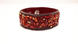 Rode armband met koraalsteentjes