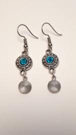 Zilveren oorbellen met zeeblauwe accenten