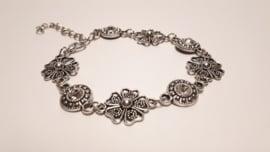 Zilveren armband met heldere facet geslepen stenen
