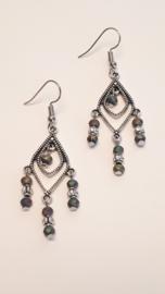 Zilveren oorbellen met metallic facet kralen