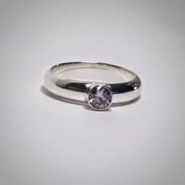 Zilveren ring met zirkonia steen