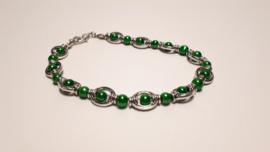 Zilveren armband met groene pareltjes