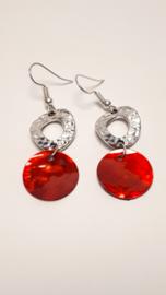 Zilveren oorbellen met rode schelp