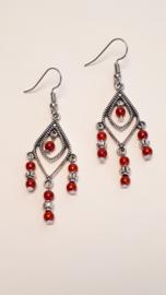 Zilveren oorbellen met rode pareltjes