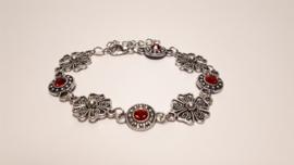 Zilveren armband met rode facetstenen