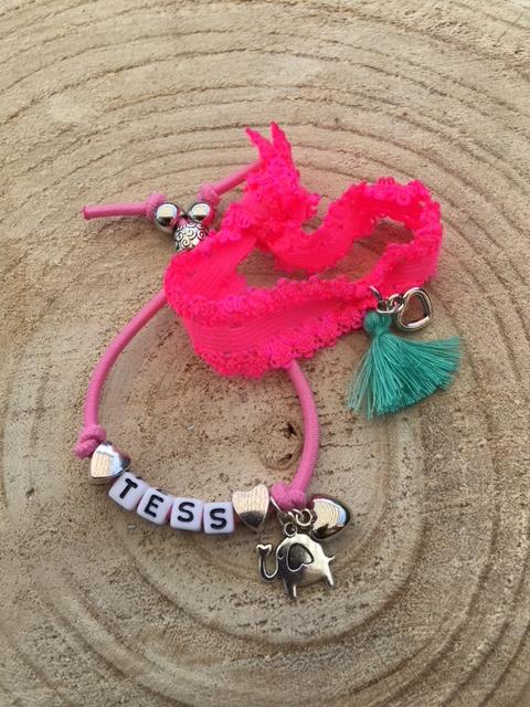 Armbandenset naam Tess roze