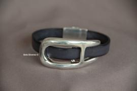 Grijs leren armband met grote gesp