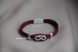 Bordeaux rode leren armband met Infinity bedel