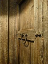 Oude Robuuste Indische 2-deurs Kast