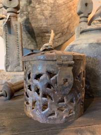 Oud Metalen Potje Aura Peeperkorn