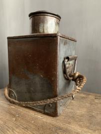 Aura Peeperkorn Iron Pot