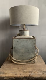Aura Peeperkorn Iron Lamp