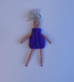 girl met paarse jurk