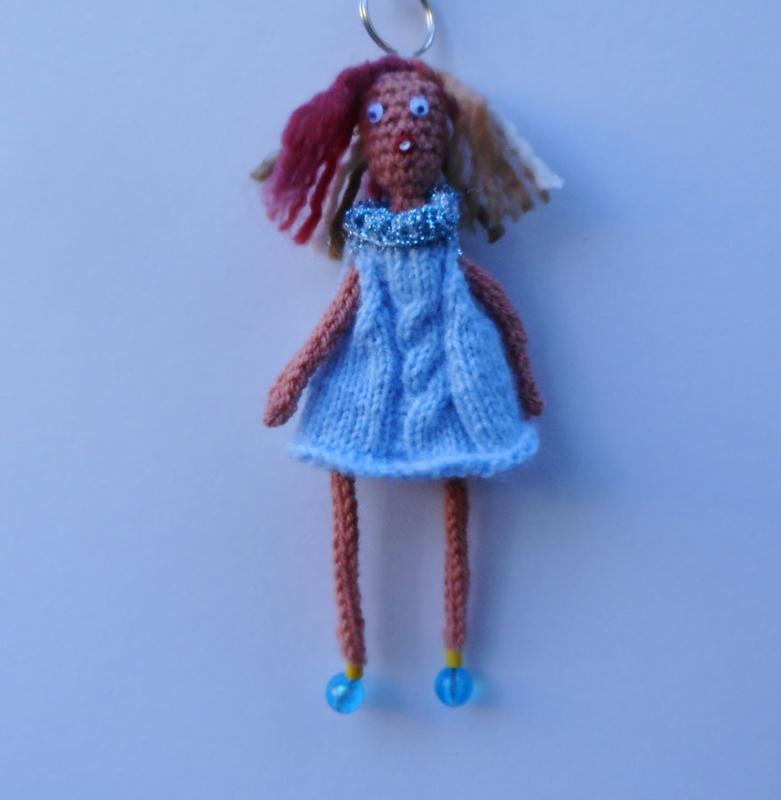 girl met blauwe jurk
