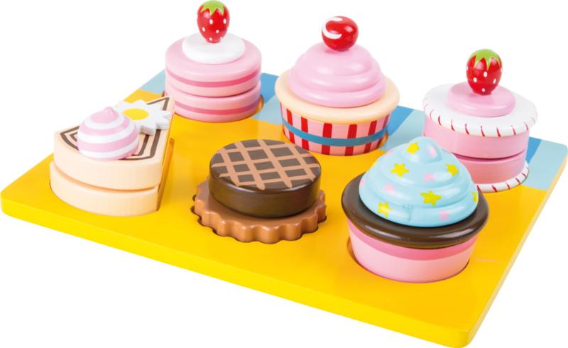 Houten cupcakes & taartjes op dienblad