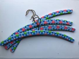 Vintage kledinghangers blauw