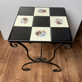 Vintage tafeltje met tegels