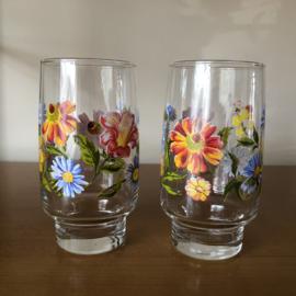 2 vintage glazen met bloemen