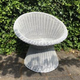 Vintage rieten witte stoel