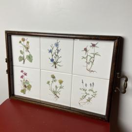 Dienblad met tegels wilde bloemen