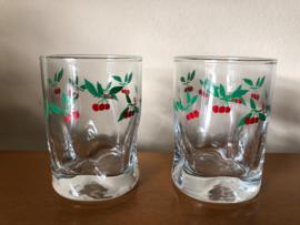 Vintage glaasjes met kersen