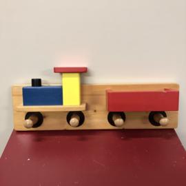 Houten kinderkapstok trein