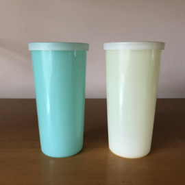 Tupperware bekers pastel