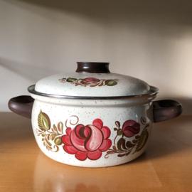 Vintage pan met bloemen