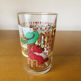 Vintage glaasjes met meisje