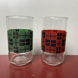 2 vintage glazen met ruitjes