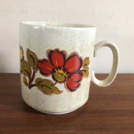 Vintage mok met rode bloem