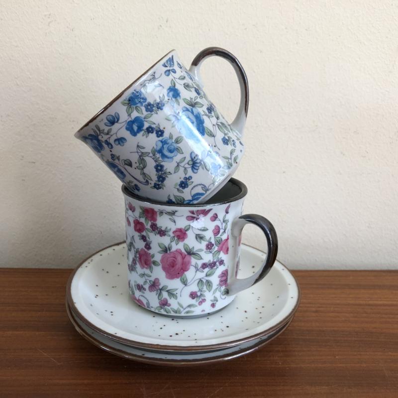 Vintage kop en schotel met bloemetjes