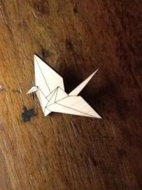 Houten kraanvogel broche