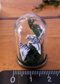Mini biodome met twee origami kraanvogeltjes met op de vleugeltjes Japanse wijsheden of persoonlijke naam
