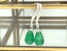 Sterling zilveren oorbellen met groene jade edelsteen en zirkonia