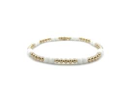 Armband Charlotte met witte jade edelsteen en gouden balletjes