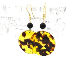 Gouden oorbellen met resin en matte onyx edelsteen