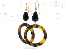 Gouden oorbellen met resin en zwarte onyx edelsteen