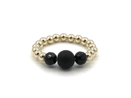 Stretch ring Cato met real gold plated balletjes en zwarte onyx edelsteen