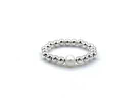 Elastische ring Neeltje met Sterling zilveren balletjes en zoetwaterpareltje
