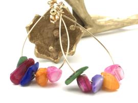 Gouden oorbellen met gekleurde shell
