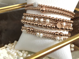Armband Jazzlyn met rosé gold plated balletjes en zoetwaterpareltjes
