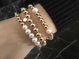 Armband Rosie met witte parels en real gold plated balletjes