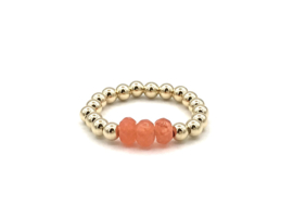 Stretch ring Carmen met real gold plated balletjes en oranje jade edelsteen